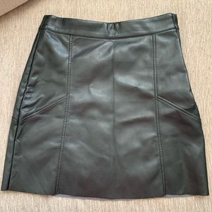 H&M faux leather mini skirt black size 6